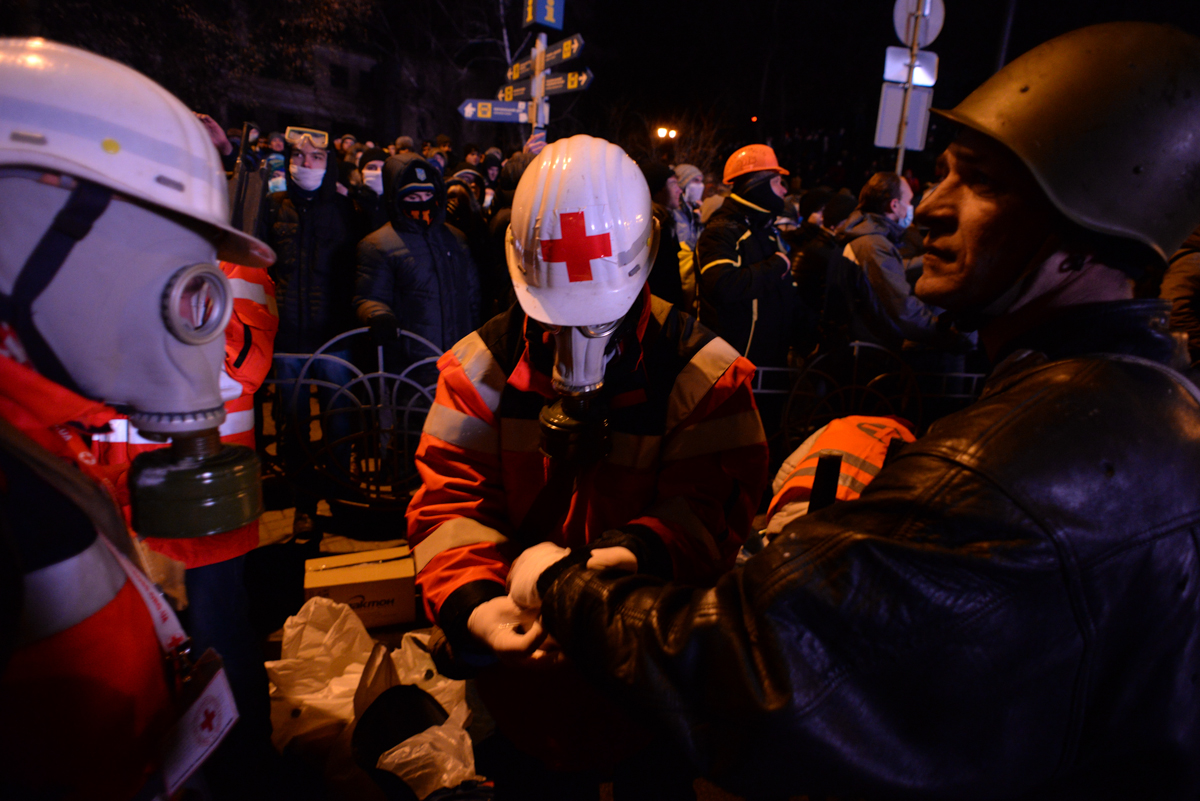 Picture of Ukrainian Red Cross Society volunteers by Mstyslav Chernov licensed under the Creative Commons.